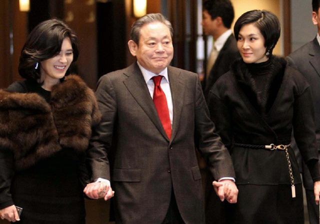 Cố chủ tịch Samsung và hai con gái.