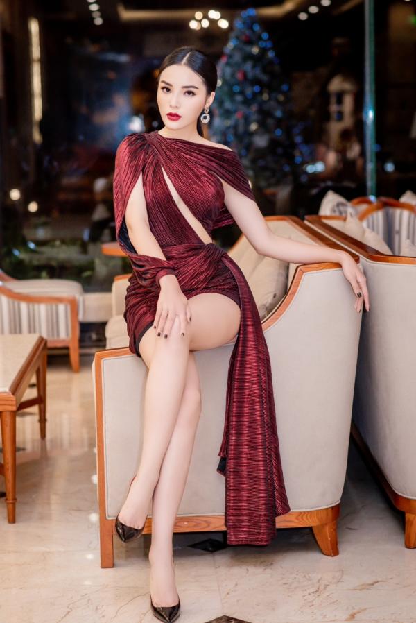 Hoa hậu Kỳ Duyên lên đồ táo bạo, khoe trọn vóc dáng gợi cảm cùng đôi chân dài hút mắt 3