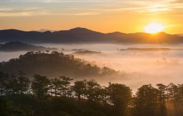 Ngắm hoàng hôn trên đỉnh LangBiang