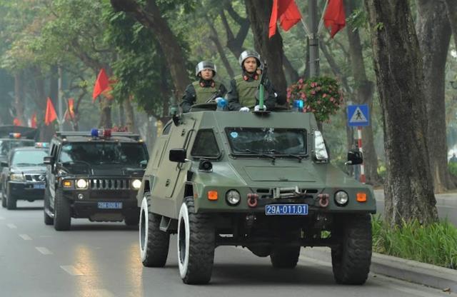 Công an Hà Nội ra quân bảo vệ Đại hội Đảng XIII. Ảnh: T.P