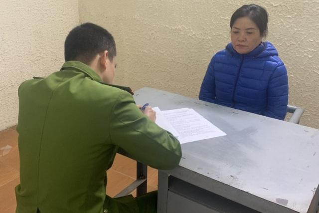 Bà Hoa tại cơ quan công an. Ảnh: Dân Trí