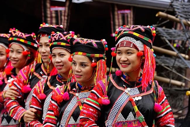 Những cô gái đồng bào dân tộc Hà Nhì. (Ảnh: Báo công thương.)