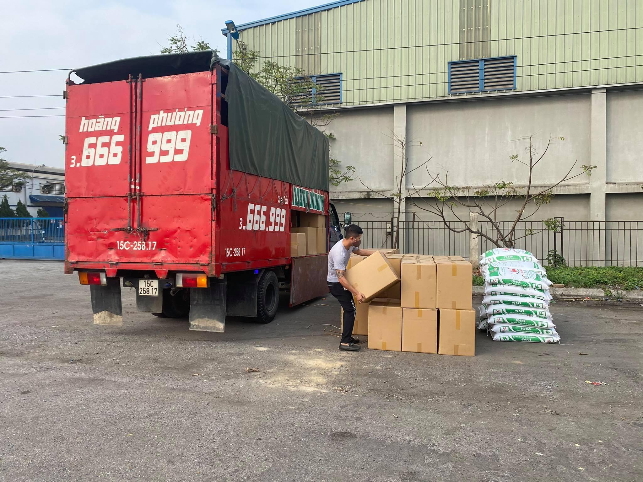 Việc này gây khó cho cácDN vận chuyển hàng hoá. Ảnh: Nguyễn Thu Hằng