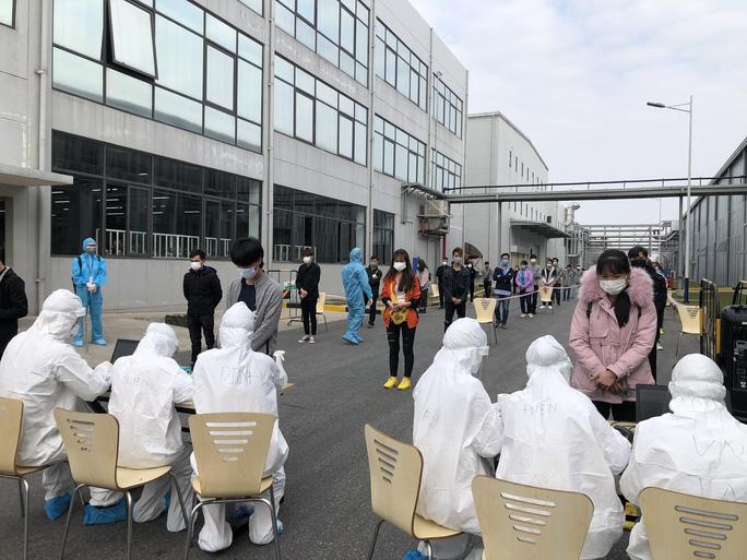 Hải Dương lấy mẫu xét nghiệm cho công nhân trong Khu công nghiệp