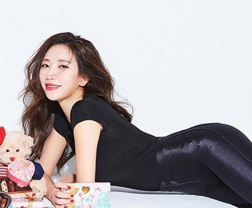 Ye Jung Hwa là một trong những người đẹp lăng xê nhiệt tình xu hướng hình thể 'vòng hông quả táo', không chỉ gây bão trên mạng xã hội xứ Hàn mà còn lan rộng ra toàn châu Á.