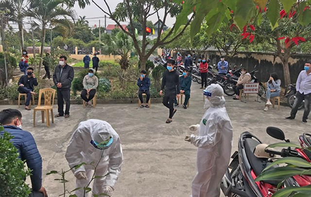 Huyện Thanh Hà lấy mẫu xét nghiệm người trở về từ vùng dịch.