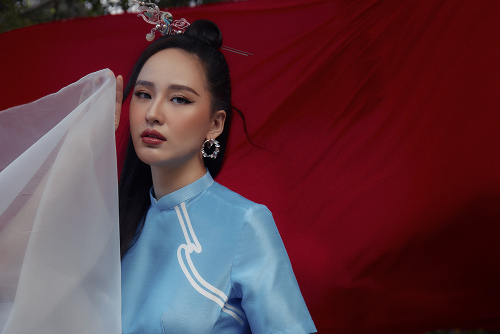 Cũng trong những khoảnh khắc mới nhất, Mai Phương Thúy tự tin khoe vẻ đẹp sắc sảo, cuốn hút ở độ tuổi 33.