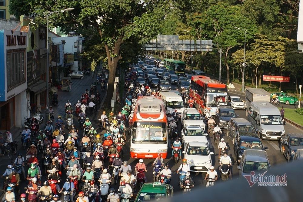 Đường Trần Quốc Hoàn - cửa ngõ sân bay Tân Sơn Nhất - thường xuyên xảy ra tình trạng kẹt xe