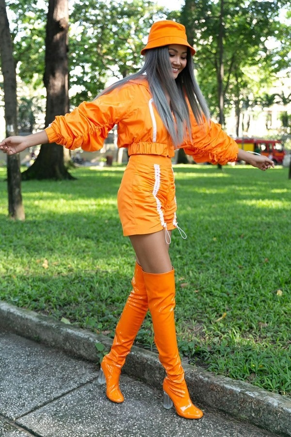 Có thể thấy, hiếm có hoa hậu nào sẵn sàng thử những màu tóc cá tính nhưHoa hậu hoàn vũ Việt Nam 2017.