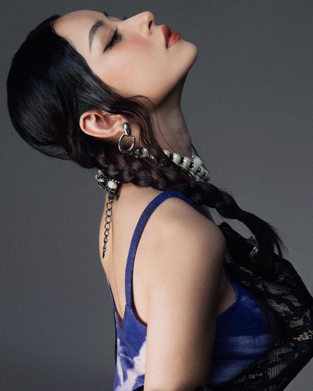 Như mọi lần, góc nghiêng thần thánh của bóng hồng khiến netizen đứng ngồi không yên