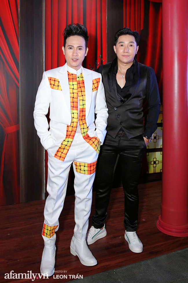 Nguyên Vũ và người mẫu Quang Phong.