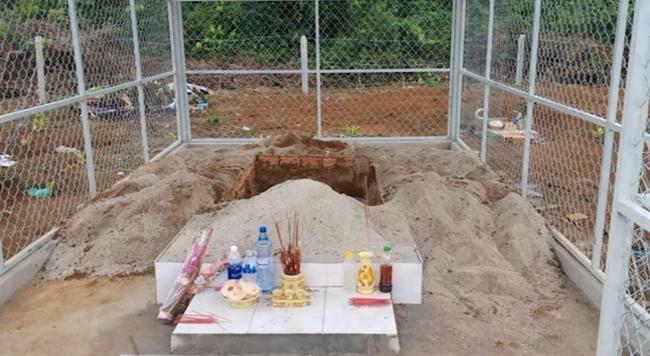 Khu mộ bị ông Minh xâm phạm