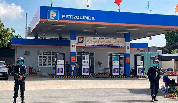 Công an khám xét cửa hàng xăng dầu Trảng Dài thuộc doanh nghiệp xăng dầu Việt Khánh Anh