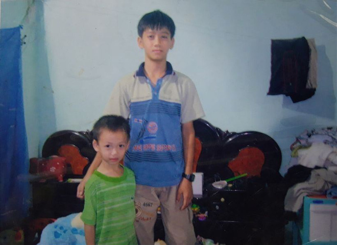 Tiến Linh lúc nhỏ có thân hình gầy còm