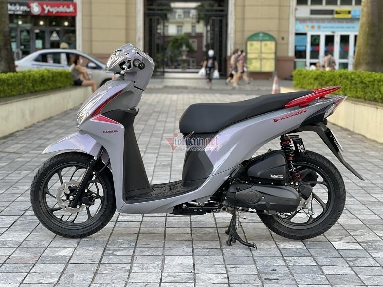 Honda Vision giá hơn 400 triệu đồng gây sốt tại Hà Nội.