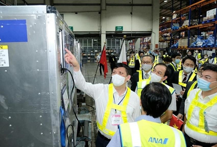 Bộ trưởng Y tế Nguyễn Thanh Long tại buổi lễ tiếp nhận vắc xin viện trợ từ Chính phủ Nhật