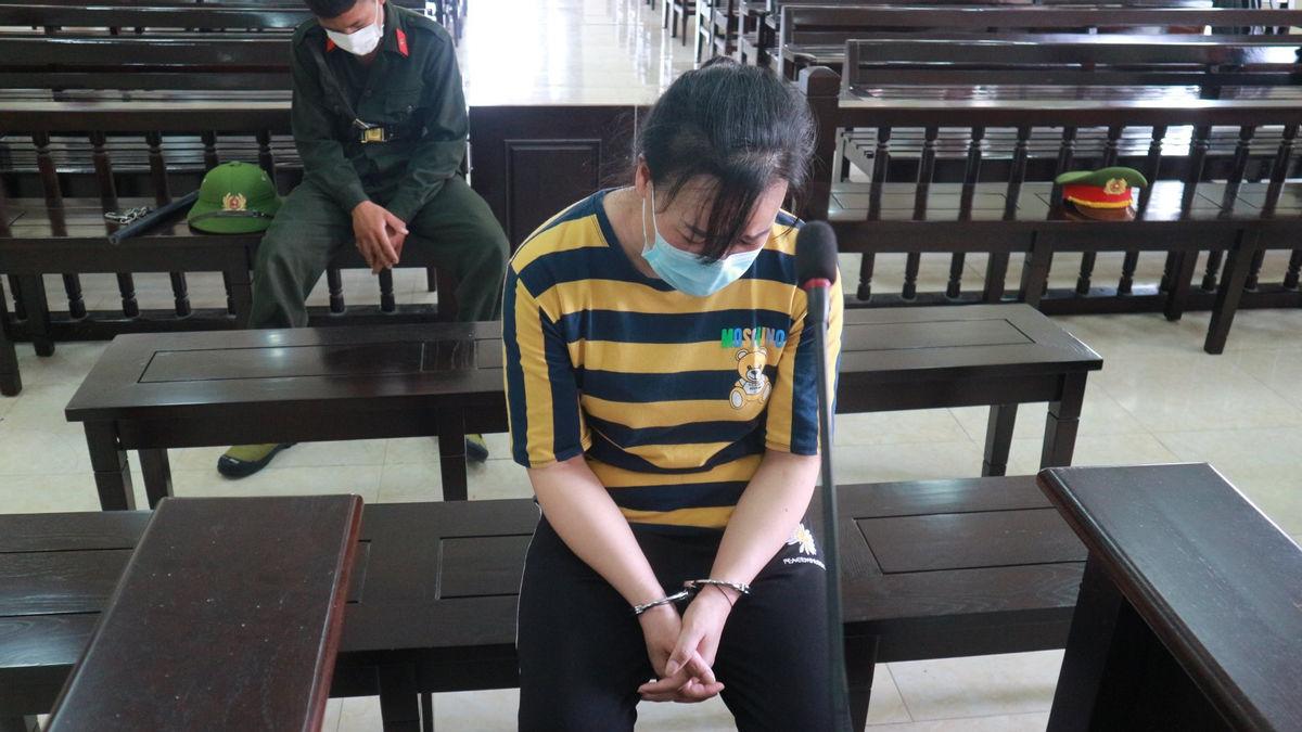 Bị cáo Lương Thị Tinh lo lắng cho tương lai hai đứa con thơ đã vắng cha nay còn thiếu mẹ