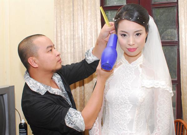 Á hậu Việt Nam kết hôn khi tròn 30 tuổi.