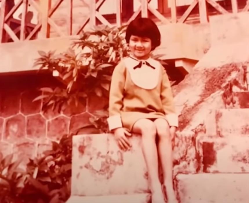 Từ lúc 5 tuổi, Kim Ngân đã biết tạo dáng trước ống kính