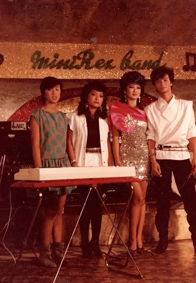Kim Ngân trong buổi biểu diễn ca khúc Không của nhạc sĩ Nguyễn Ánh 9, có thu lại video