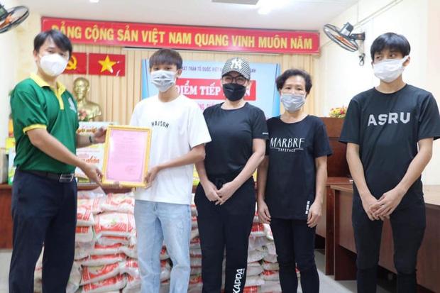 Phi Nhung và mẹ con Hồ Văn Cường cùng nhau âm thầm đi làm từ thiện trong lúc xảy ra lùm xùm gây xôn xao trên mạng xã hội