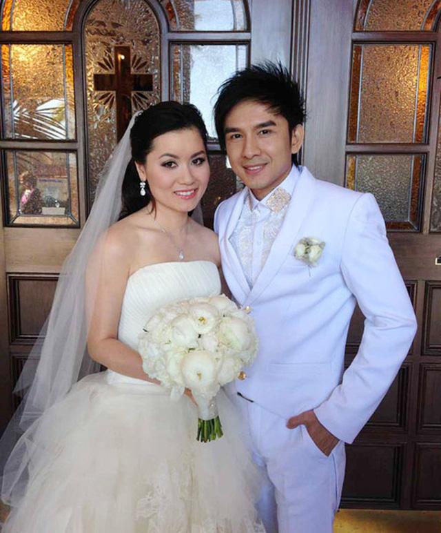 Nhan sắc Thủy Tiên trong ngày cưới. Cô từng bị công chúng chê kém sắc khi đứng cạnh 'Anh Bo' Đan Trường.