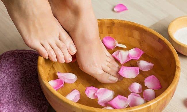 Vệ sinh sạch sẽ bàn chân giúp cải thiện lưu thông máu trên da, làm giãn mạch máu, cải thiện tốc độ thải độc tố, giảm độ nhớt của máu và phòng ngừa bệnh tật.