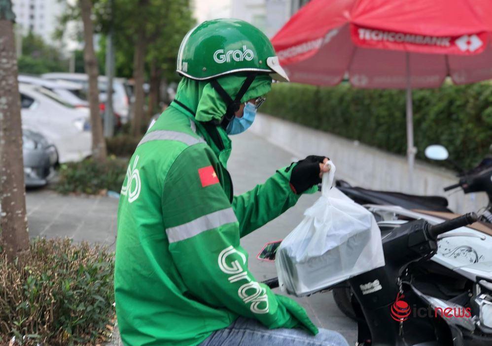 Hà Nội tạmthời cấm đội ngũ nhân viên giao hàng (shipper).