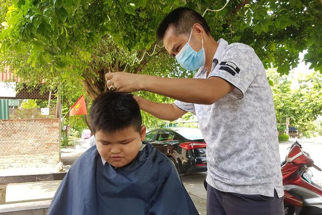 Ninh Bình cho quán cắt tóc, gội đầu, spa, thẩm mỹ... được hoạt động trở lại từ 0h ngày 11/9.