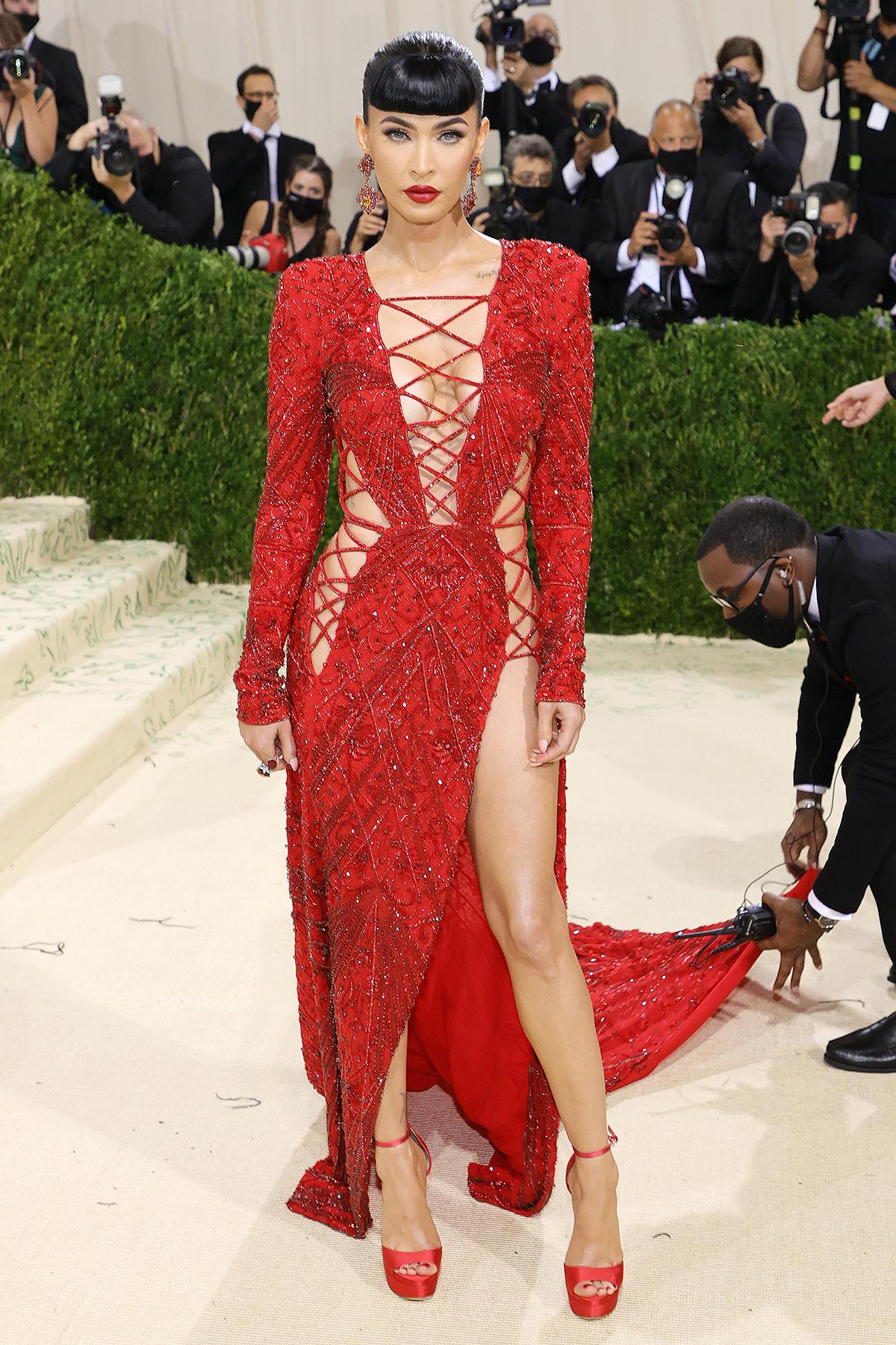 Megan Foxchọn choMet Gala khác hẳn sự kiện trước đó nhưng vẫn vô cùng sexy. Nữ diễn viên nói cô không hề chịu sức ép khi nhiều năm qua luôn được coi là 'biểu tượng sex' của Hollywood.