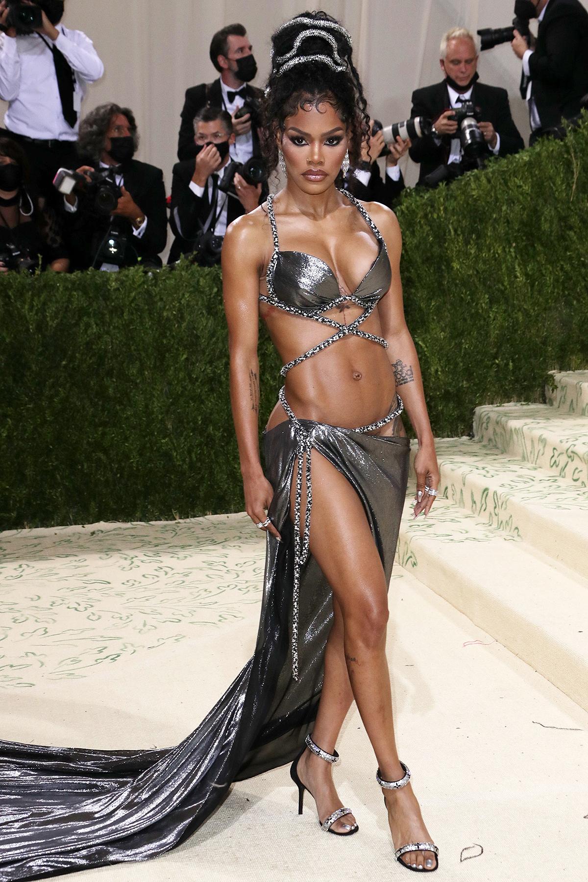 Teyana Taylor mặc trang phục hở bạo khoe hình xăm tại sự kiện.