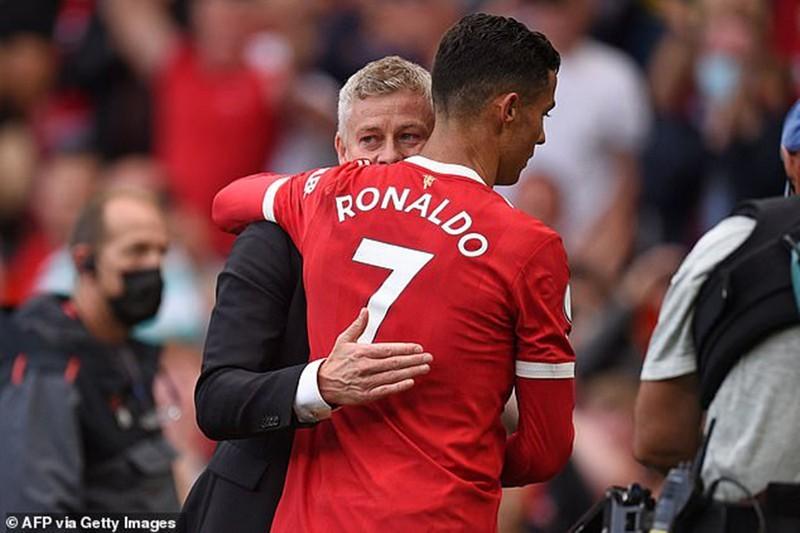 HLV Solskjaer được người cũ Man Utd cảnh báo, coi chừng phòng thay đồ Old Trafford xảy ra hục hặc vì sự có mặt của Ronaldo. (Nguồn: Eurosport)