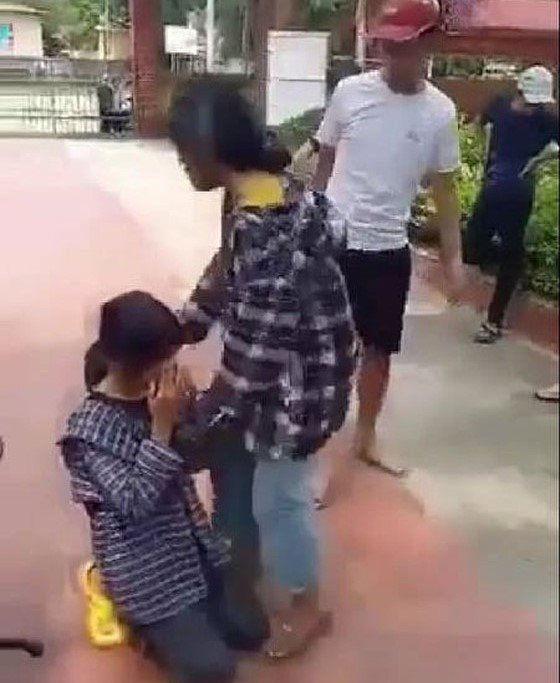 Nữ sinh bị tát, bắt quỳ giữa sân trường (ảnh cắt clip)