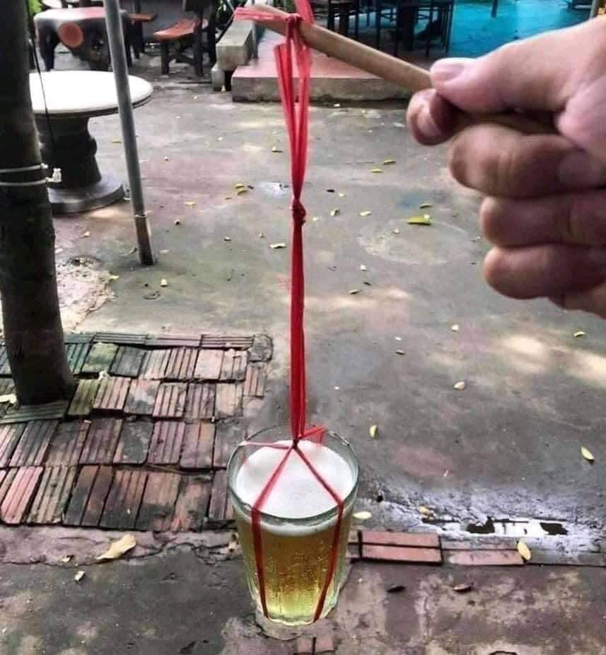 Và 'sáng tạo' khi không có vỏ lon bia!