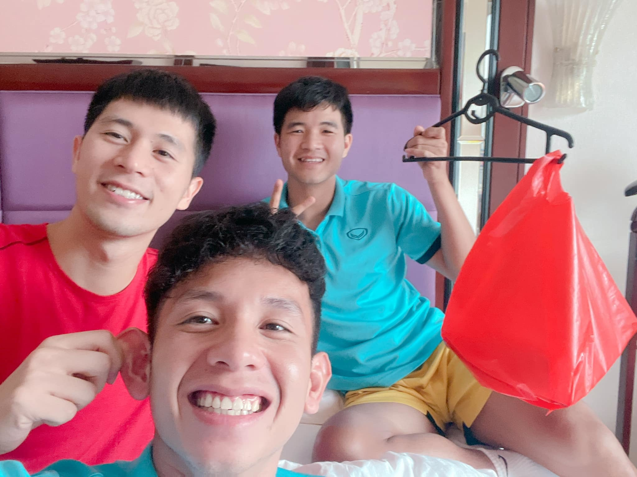 Bộ ba hotboy của đội tuyển Việt Nam cùng chung một khung hình