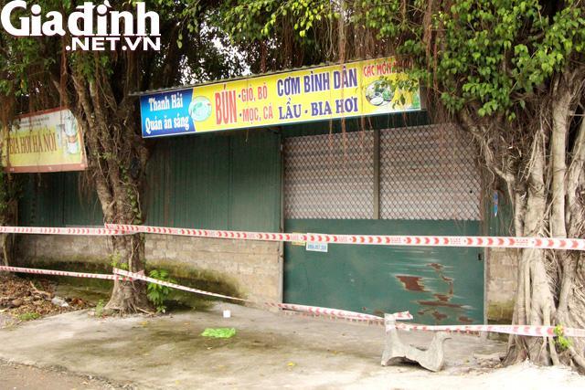 Nơi bán hàng ăn của người phụ nữ Hải Dương dương tính với SARS-CoV-2 được phong tỏa. Ảnh: Đ.Tùy