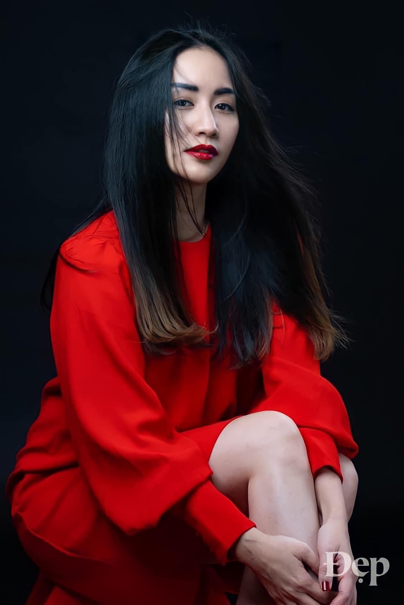 Khánh Thi viết: 'Không có lời nói dối kì quái nào mà người đàn bà chẳng tin, nếu đó là lời khen nàng đẹp'.