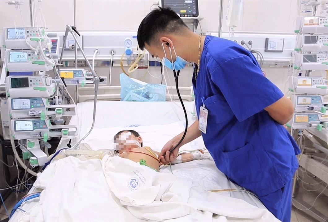 Bệnh nhi mắc bệnh dại điều trị tại Bệnh viện Sản Nhi tỉnh Phú Thọ - Ảnh: BVCC