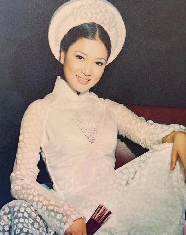 Vẻ đẹp tròn đầy lúc trẻ của Hoa hậu Nguyễn Thị Huyền.