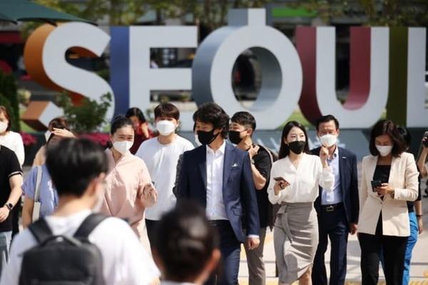 Hàn Quốc ngày 25/9 lần đầu ghi nhận số ca nhiễm Covid-19 mới trong 24 giờ vượt ngưỡng 3.000. Ảnh: Reuters