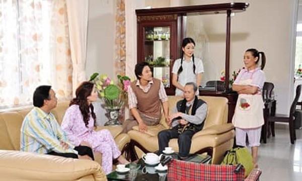 Hoa hậu Nguyễn Thị Huyền từng hợp tác với ca sĩ Phi Nhung trong một bộ phim.