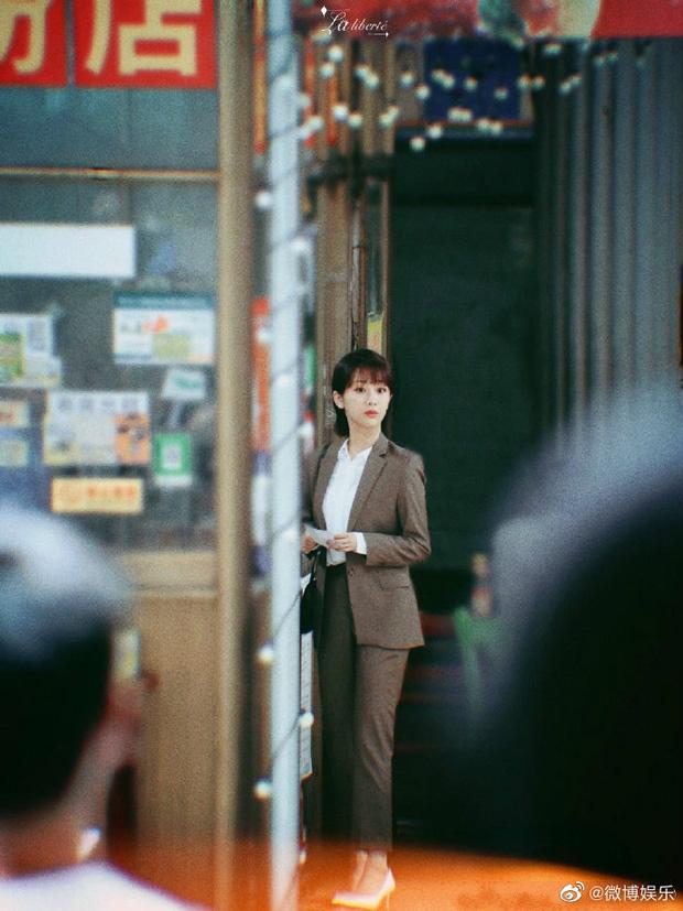 Rò rỉ cảnh Dương Tử và Tỉnh Bách Nhiên hôn 'ngấu nghiến' trong 'Nữ bác sĩ tâm lý': 'Chemistry của cô Tử hơi bị đỉnh' 4