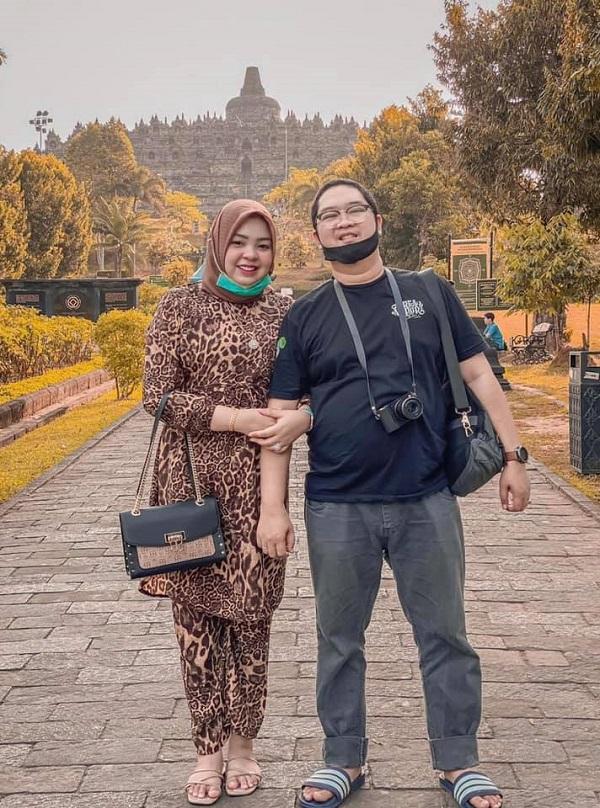 Putri Wahyuni (28 tuổi) cùng chồng Ihsan Adhlan Hakim (31 tuổi)