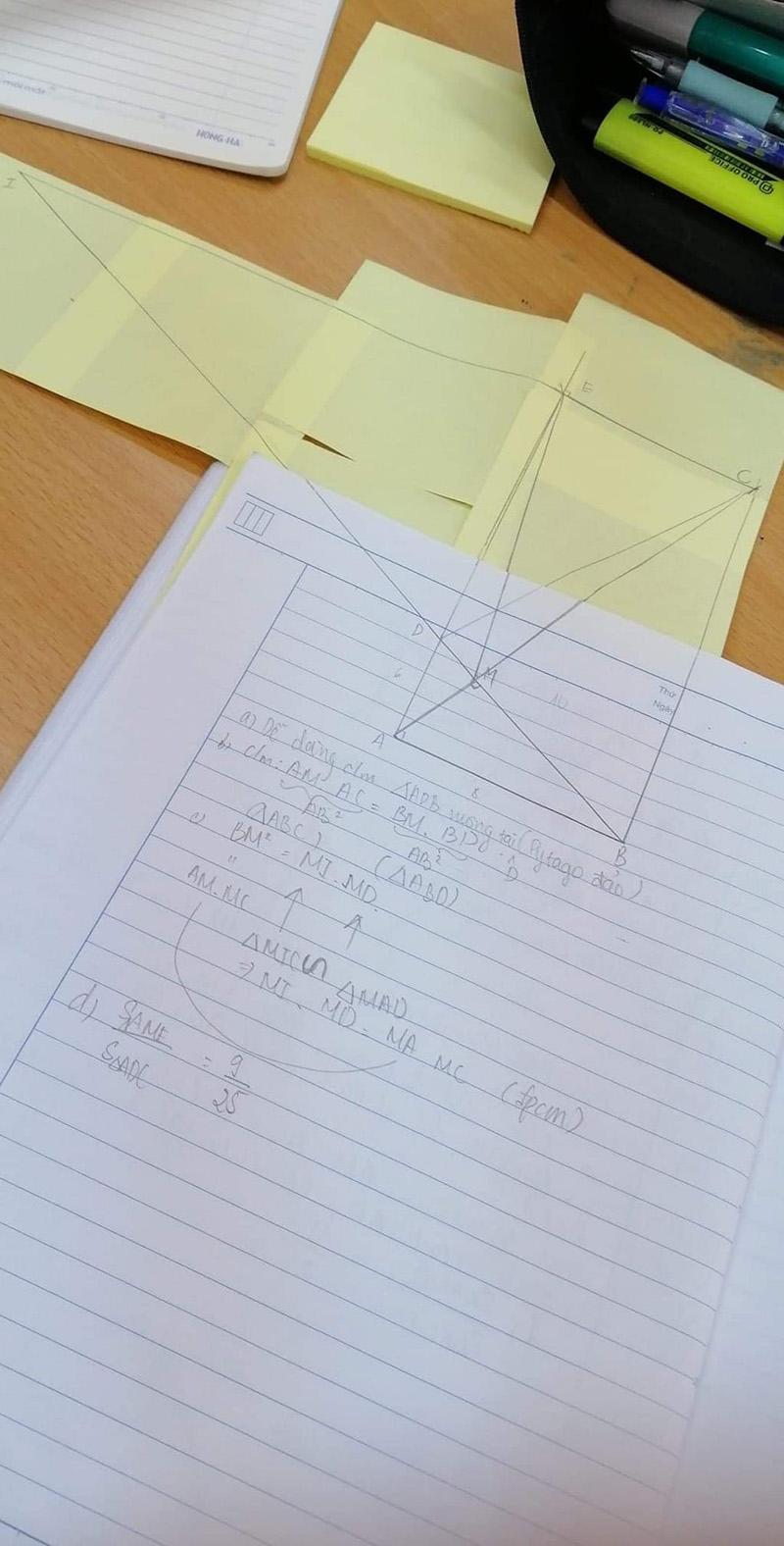 Cười ngất với các pha 'kéo cả thanh xuân mới bắt được hai đường thẳng giao nhau' trong môn Hình học 4