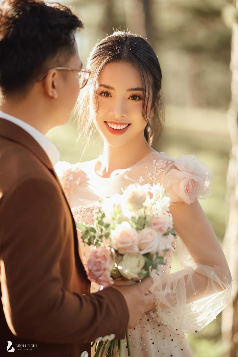 Ngắm trọn bộ ảnh cưới 'tình bể bình' của Á hậu Thuý An: Cô dâu xinh mọi góc, chú rể phong độ miễn bàn 4