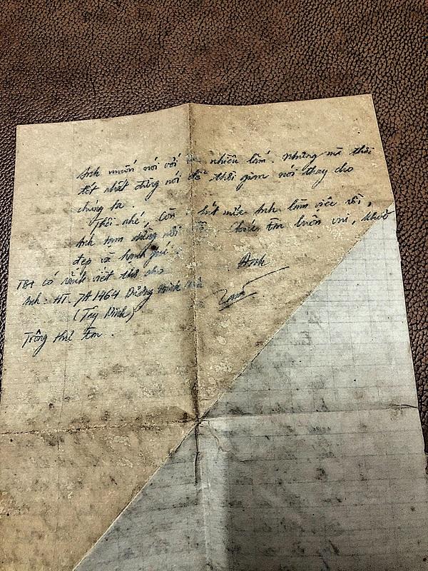 Bức thưmà bố gửi mẹ khi đi lính vào 42 năm trước, vì xa cách địa lý nơi những nhớ nhung chỉ gói trọn vào phong thư