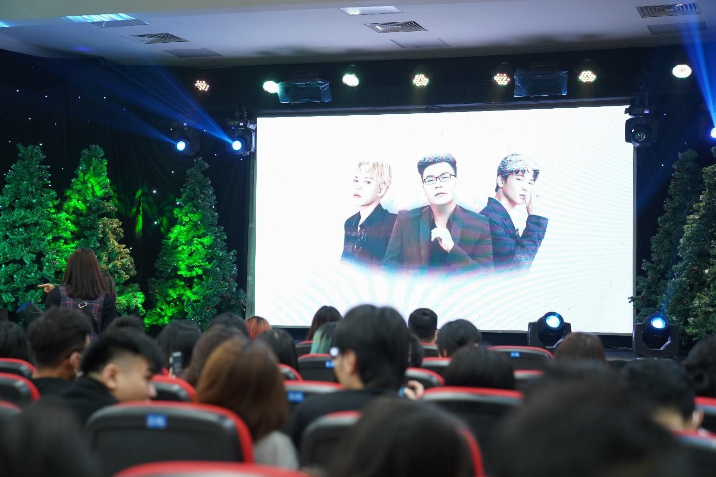 Liveshow âm nhạc Dalat Private Show in Saigon với dàn khách mời 'khủng'. Đây là sự kiện do sinh viên ngành Truyền thông đa phương tiện, trường Đại học Công nghệ TP.HCM (HUTECH) tổ chức.