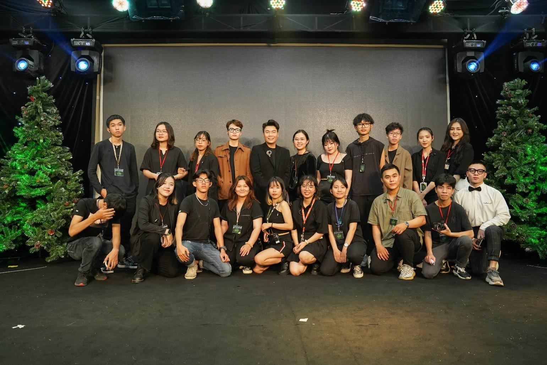 DC Team - nhóm sinh viên Truyền thông đa phương tiện HUTECH là những người đứng sau thành công của Dalat Private Show in Saigon. Đây cũng là sự kiện theo hình thức truyền hình trực tiếp đầu tiên mà nhóm sinh viên này tổ chức.