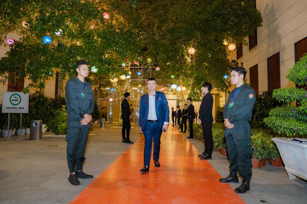 CEO Hà Huy Thành xây dựng dịch vụ bảo vệ chuyên nghiệp.
