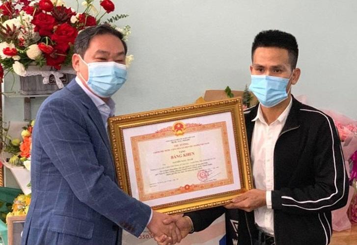 Anh Mạnh nhận bằng khen của Thủ tướng Chính phủ